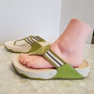 Fitflop Green/White thong sandals 8M 2100